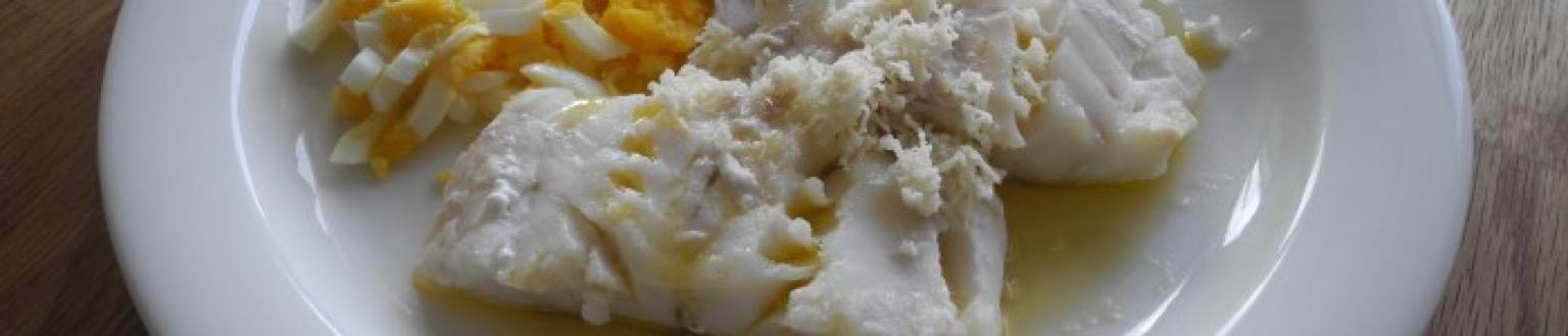 Torskfilé med ägg, smör och pepparrot