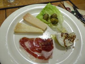 ÖQ oliver, parmigiano reggiano, pecorino, buffelmozzarella, balsamico, gräsig olivolja, Iberico Bellota