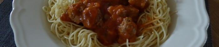Kalvfärsfrikadeller i tomatsås
