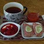 sommarfukost jordgubbskompott yoghurt