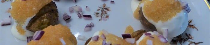 Friterad hassebackspotatis, syrad grädde och löjrom