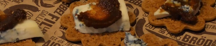 Pepparkakor med gorgonzola och fikonmarmelad