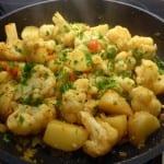 blomkål med potatis i traktörpanna